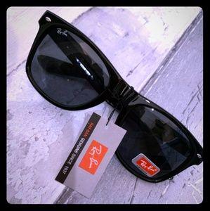 Wayfarer style Ray Ban Sunglasses